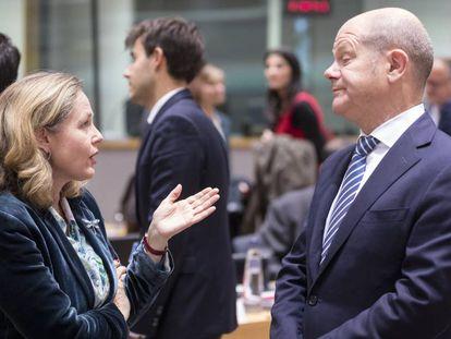 La ministra de Economía en funciones, Nadia Calviño, junto a su homólogo alemán Olaf Scholz.