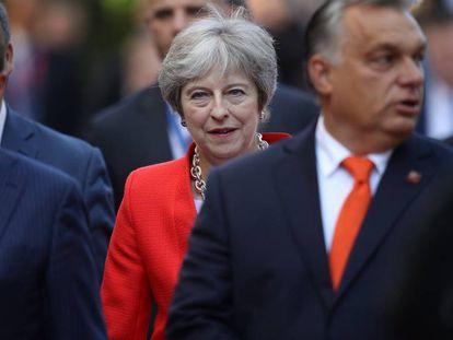 La primera ministra británica Theresa May llega a la sesión de la cumbre de UE, este jueves en Salzburgo.