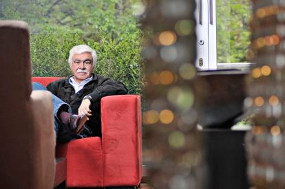 Germán Castro Caycedo at his home in Bogotá, in an August 2010 image.