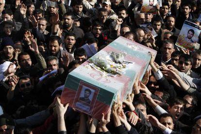 Funeral del científico iraní asesinado el miércoles en Teherán.