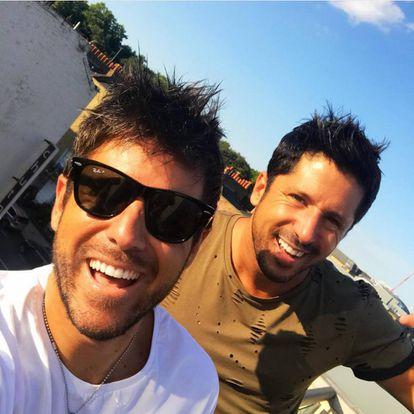 """""""Mi hermano Luis [a la derecha en la imagen] es mi súper poder"""", confiesa el músico."""