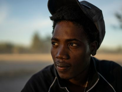 Alexander Lundi, un migrante haitiano de 23 años, retratado en el campamento instalado en Ciudad Acuña (México), el 22 de septiembre de 2021.