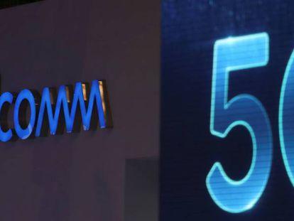 Los logotipos de Qualcomm y 5G en el Mobile World Congress de Barcelona.