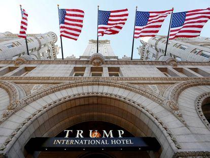 La entrada principal del hotel Trump en Washington