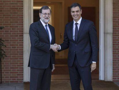Mariano Rajoy recibe a Pedro Sanchez en La Moncloa. En vídeo, declaraciones de Sánchez.