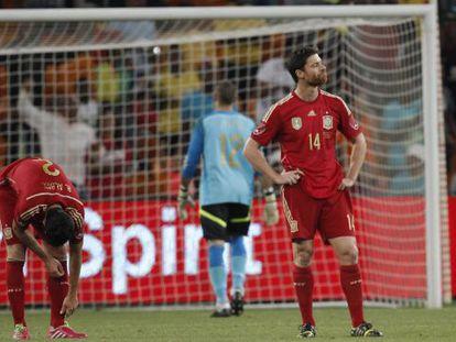 Alonso, Valdés y Albiol, tras encajar el gol.