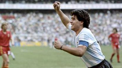 Diego Maradona celebra un tanto contra Bélgica en 1986.