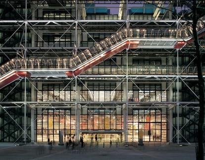 El Centro Cultural George Pompidou es una obra diseñada por los arquitectos Renzo Piano y Richard Rogers.