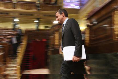 El presidente del Gobierno, en el Congreso durante el debate de investidura de las elecciones de 2008.