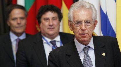 Monti, a la salida de la reunión de madrugada.