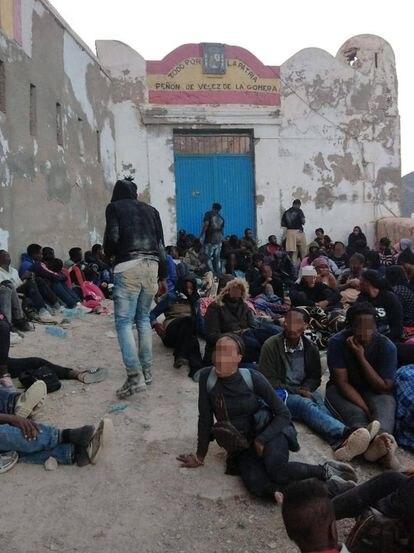 Migrantes en Peignon de Veles de la Gomera este lunes.