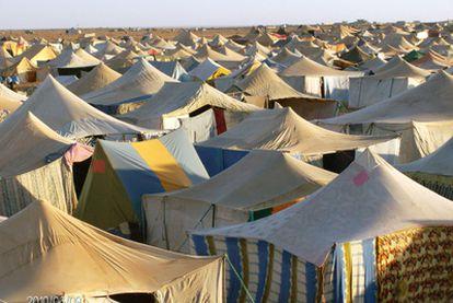El campamento de protesta montado por los saharauis en Agdaym Izik, a unos 15 kilómetros de El Aaiún.