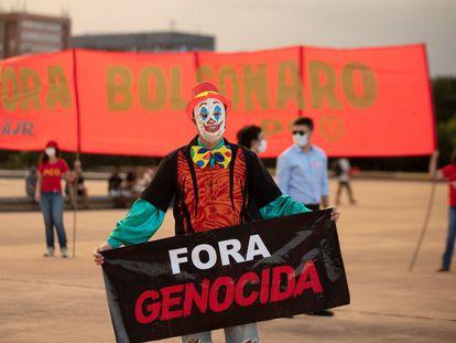 Manifestantes protestan contra el Gobierno del presidente de Brasil, Jair Bolsonaro, el pasado 31 de marzo en Brasilia (Brasil).