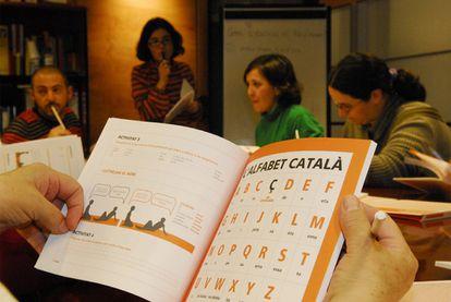 Clases de catalán en un centro de Madrid.