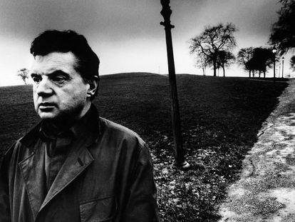 Francis Bacon en Primrose Hill (Londres, 1963), fotografiado por Bill Brandt.