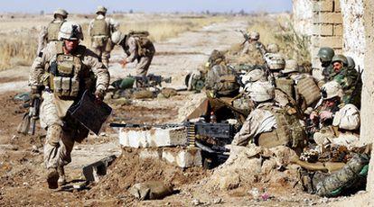 Soldados estadounidenses y afganos durante una de las operaciones de la ofensiva 'Moshtarak'.