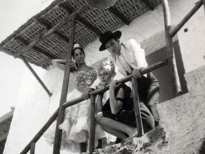 Brigitte Bardot, en 1957 en Torremolinos, durante el rodaje de la película 'Los joyeros del claro de luna'.