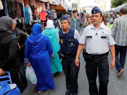 Doce meses después de los atentados, la desesperanza cunde entre los jóvenes mientras crece la presión policial