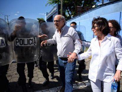 El periodista, una de las voces más respetadas de la prensa centroamericana, acusa al presidente nicaragüense de confiscar su medio de comunicación