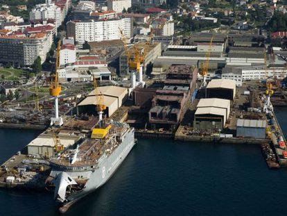 Vista aérea del Puerto de Vigo. Muelle de reparaciones. Astillero de Barreras.