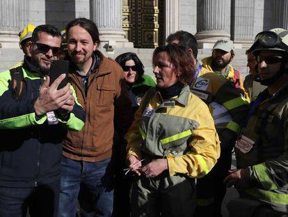 El líder de Podemos, Pablo Iglesias, en la puerta del Congreso de los Diputados este miércoles.