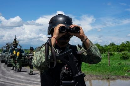 Elements of the Army at a checkpoint on the highway between Apatzingán and Aguililla, in Michoacán, on July 8.