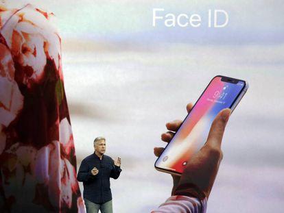 Phil Schiller, directivo de Apple, durante la presentación de los nuevos iPhone.