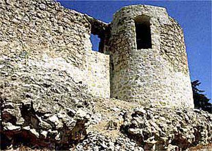 Castillo de la Alameda de Osuna. Fotografía reproducida en una publicación sobre Barajas del Ayuntamiento y la Comunidad.