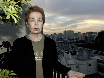 La escritora argentina Hebe Uhart, retratada en Buenos Aires, Argentina.