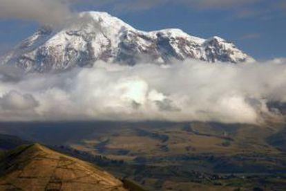 El volcán Chimborazo, en la cordillera de los Andes, el pico más alto de Ecuador.