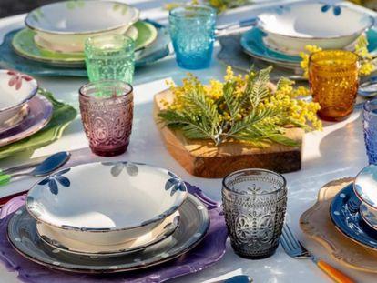 En varios colores y tallados, aportan un estilo diferente a la decoración de la mesa