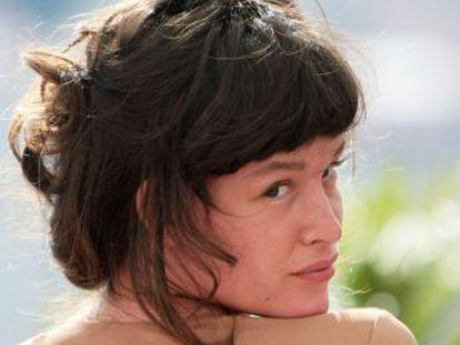 La intérprete de origen español describe los abusos del productor