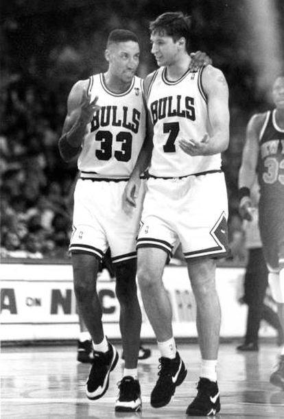 Scottie Pippen junto al croata Toni Kucok en 1993, recién fichado por los Chicago Bulls.