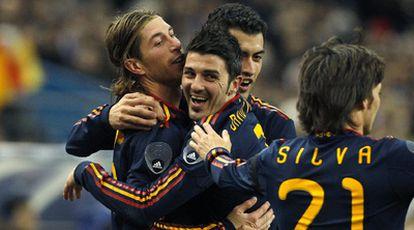El delantero del Valencia, David Villa, celebra el primer gol de la selección española frente a Francia