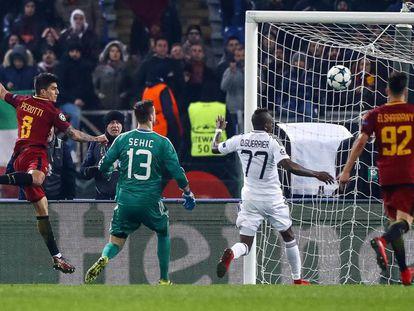 Gol de Perotti, delantero de la Roma, al Qarabag.