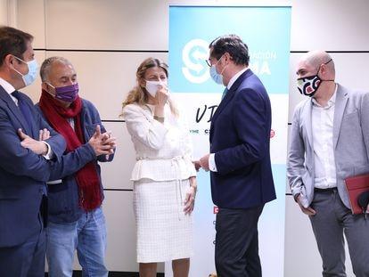 De izquierda a derecha, el presidente de CEPYME, Gerardo Cuerva; Pepe Álvarez (UGT); la vicepresidenta Yolanda Díaz; Antonio Garamendi (CEOE); y Unai Sordo (CC OO), el pasado 26 de noviembre.
