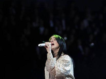 La cantante Billie Eilish, en los últimos Grammy. En vídeo, una capítulo de la serie 'Lo está petando' dedicado a la artista.