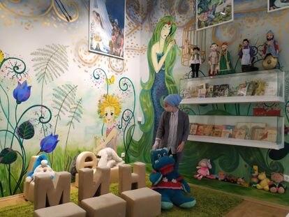 Sala infantil de la Casa Museo del Libro Tártaro, en Kazán. El centro se abrió el año pasado con financiación de las autoridades locales en la casa en la que vivió el escritor tártaro, Sharif Kamal, clásico de la literatura tártara soviética.  / M. R. S.