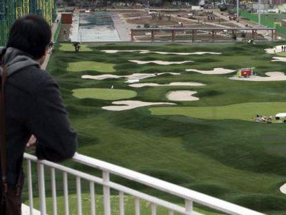 El campo de golf desde un depósito del Canal de Isabel II.