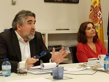 Los ministros de Cultura, José Manuel Rodríguez Uribes, y de Hacienda, María Jesús Montero, durante la reunión telemática con los representantes culturales.