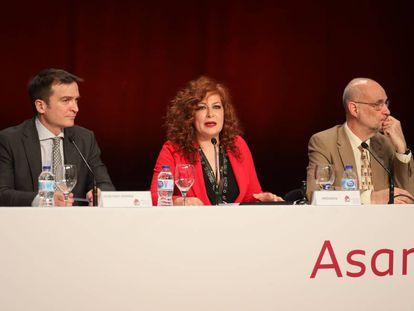 Directivos de la SGAE durante la asamblea. Entre ellos, la presidenta de la entidad, Pilar Jurado (segunda por la izquierda)