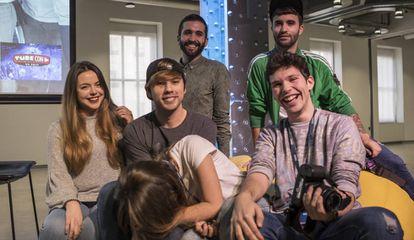 Un grupo de Youtubers que participan en TubeCon Madrid.