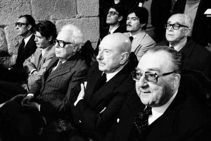 Filgueira, en primer término, en 1982. Sentados junto a él, de derecha a izquierda, Carvalho Calero, Fernández del Riego y Beiras.