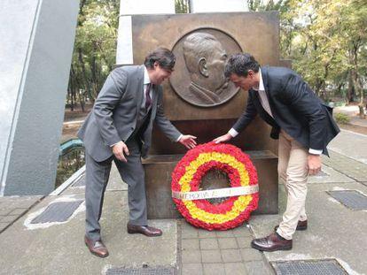 Pedro Sánchez y un nieto de Cárdenas homenajean al general