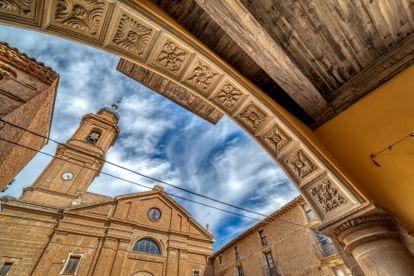 La iglesia del siglo XVIII de Alcolea de Cinca, el pueblo donde vive Clara Blasco.