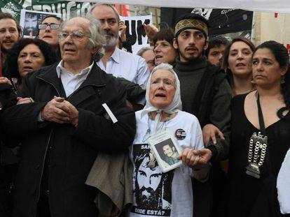 Adolfo Pérez Esquivel participa de la marcha en Plaza de Mayo por la aparición de Santiago Maldonado, el pasado 1 de septiembre.