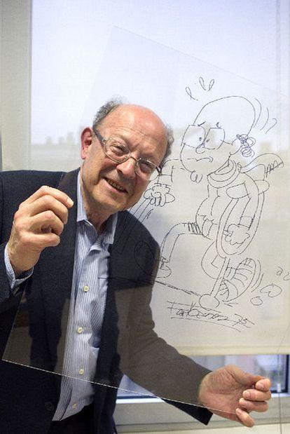 Ibáñez, ayer, con una caricatura de sí mismo anciano.