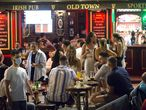 Una terraza de un bar llena de gente el viernes en Málaga.