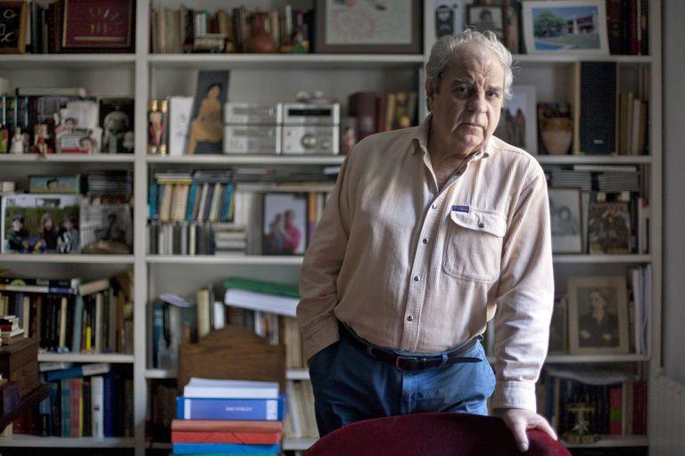 El escritor Juan Marsé, en su estudio de Barcelona