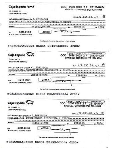 Cheques al portador entregados por grandes empresarios, cuyos importes acababan reflejados en las cuentas del PP de Madrid.